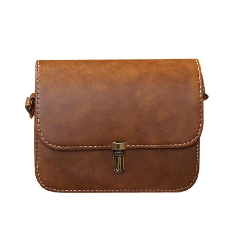 Mała, skórzana torebka na ramię CIEMNY BRĄZ